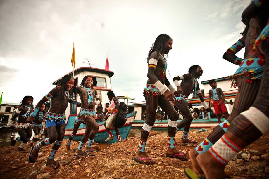 Crianças indígenas se divertem durante a Semana dos Povos Indígenas, evento que acontece esse ano em São Félix do Xingu, no Pará, durante a semana do Dia do Índio