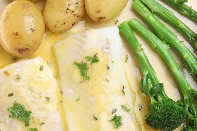 Bacalhau com batatas e brócolis