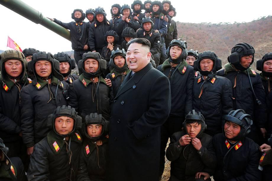 Líder norte-coreano Kim Jong Un e a Equipes de Tanque do Exército do Povo Coreano na Coreia do Norte - 01/04/2017