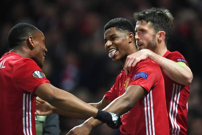Jogadores do Manchester United comemoram gol marcado por Marcus Rashford contra o Anderlecht pela Liga Europa