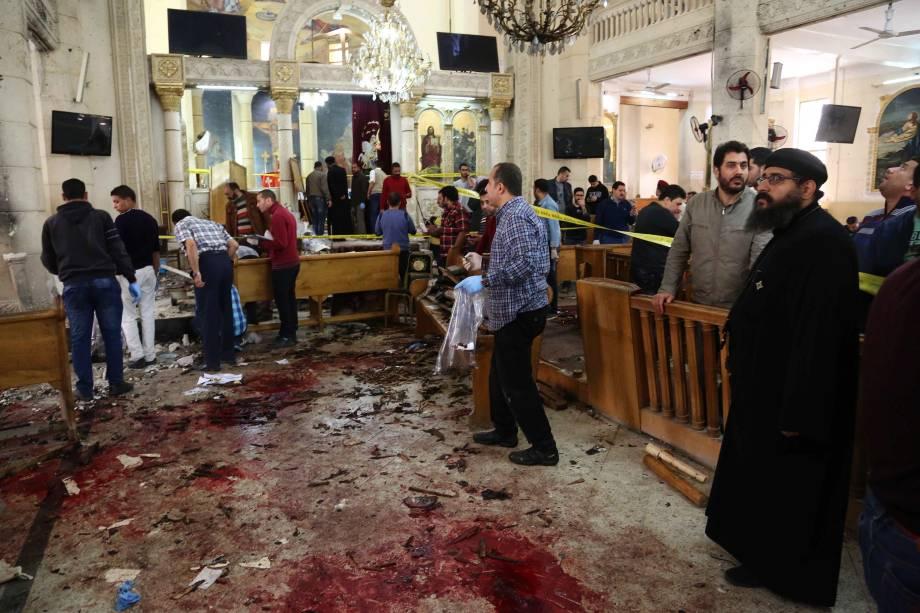 Marcas de sangue são vistas no chão da igreja copta Mar Girgis, na cidade de Tanta, ao norte do Cairo, no Egito após um atentado a bomba que atingiu fiéis que celebravam o Domingo de Ramos no local - 09/04/2017