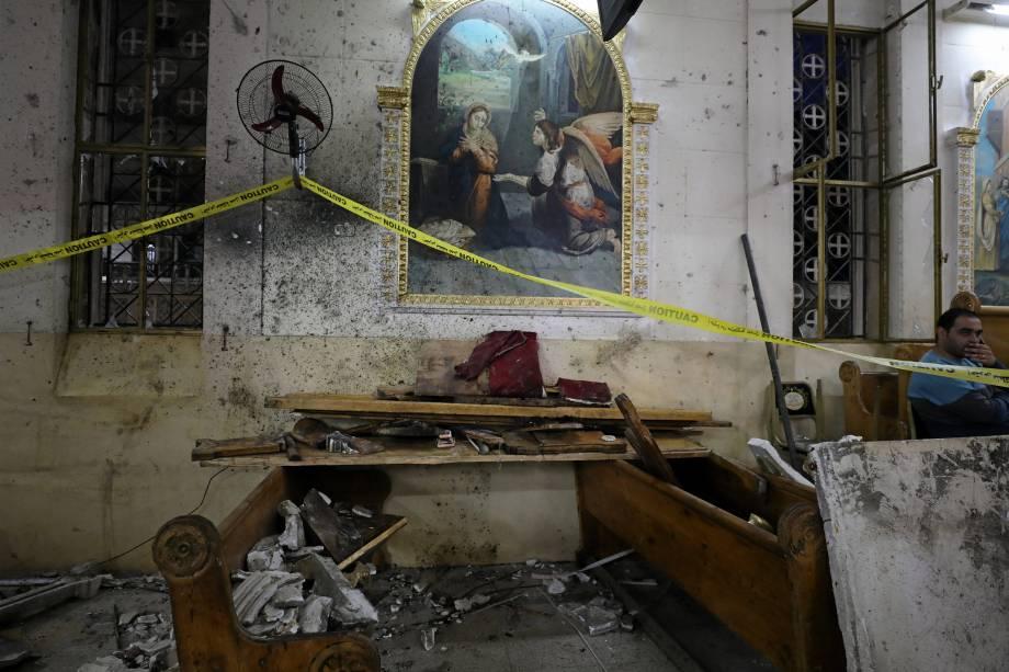 Danos provocados após uma explosão na igreja copta Mar Girgis, na cidade de Tanta, no Egito - 09/04/2017
