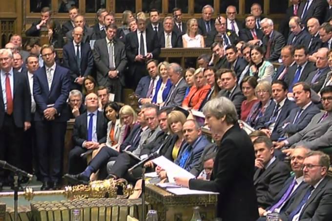 Theresa May discursa no Parlamento