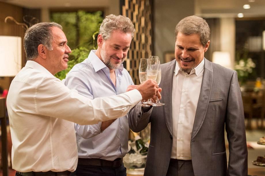 Eurico (Humberto Martins), Eugênio (Dan Stulbach) e Dantas (Edson Celulari) em A Força do Querer