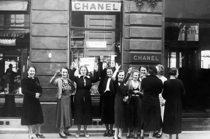 Funcionárias da Chanel fazem greve em Paris, 1936