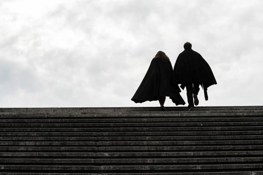 Estudantes portugueses sobem a Escadaria Monumental da universidade de Coimbra