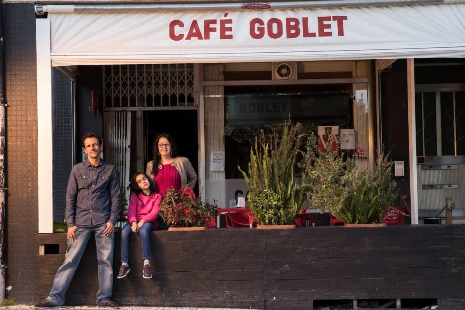 Luciano Blandy, com a mulher Monica e a filha Julia. A família deixou Santos para tentar empreender com um café em Braga