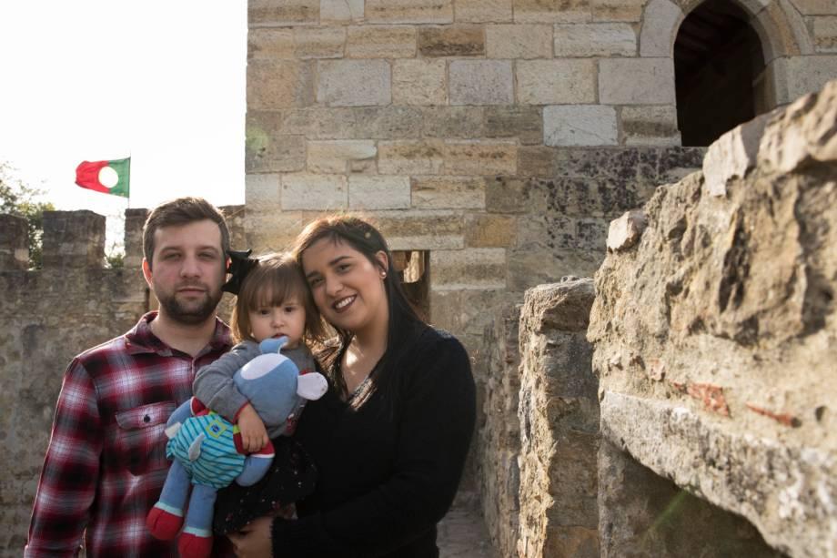 Pedro Costa, a mulher Fernanda e a filha, Maria Laura, no Castelo de São Jorge, Lisboa