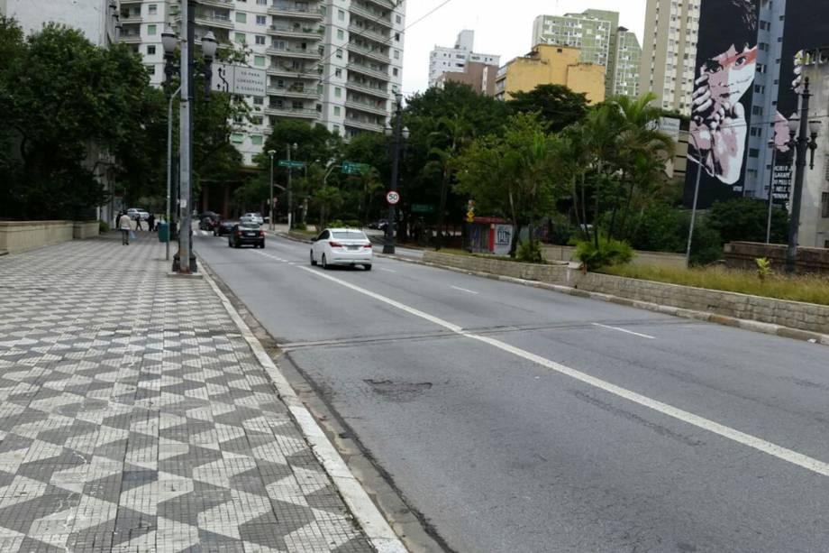 Viaduto Nove de Julho sem nenhum congestionamento durante a manhã de paralisação no centro de São Paulo - 28/04/2017