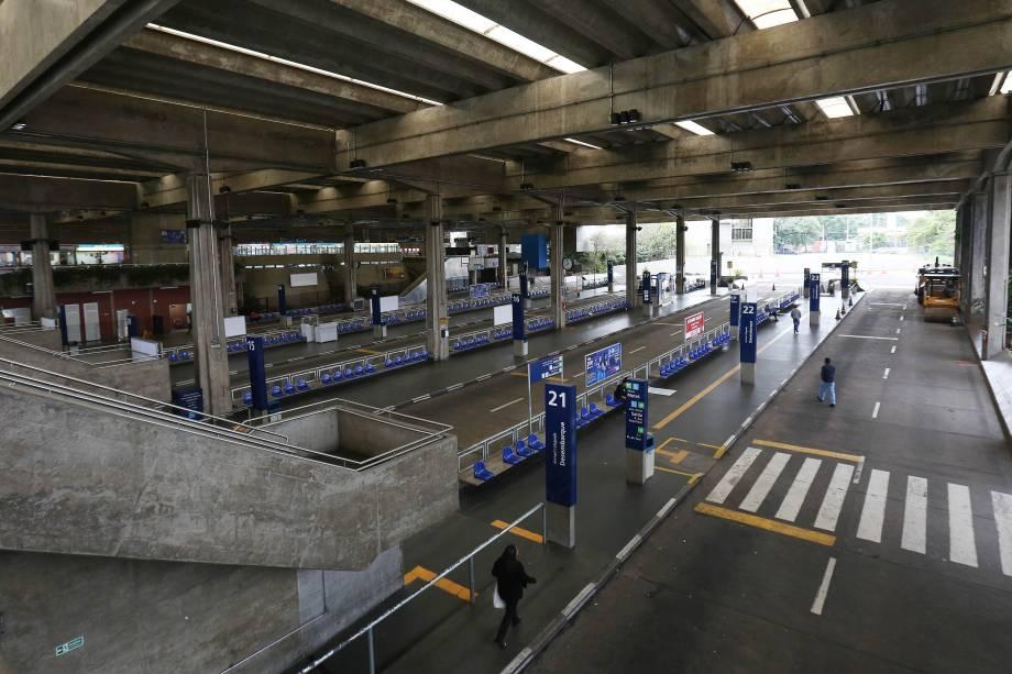 Terminal de ônibus do Jabaquara na zona sul de São Paulo, fica vazio durante paralisação de motoristas e cobradores que aderiram à greve geral em protestos contra as reformas do governo Michel Temer - 28/04/2017