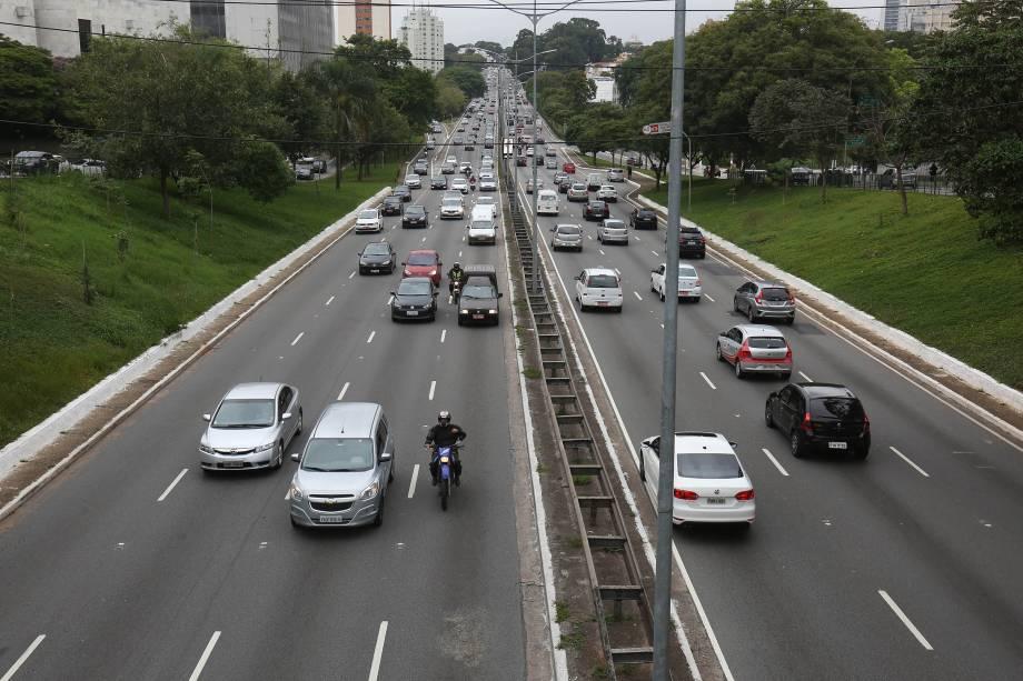 Avenida Rubem Berta tem movimentação abaixo do normal durante a manhã de greve geral na zona sul da capital paulista - 28/04/2017