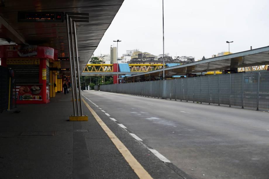 Terminal Parque Dom Pedro II no centro de São Paulo, amanhece vazio durante paralisação de motoristas e cobradores - 28/04/2017