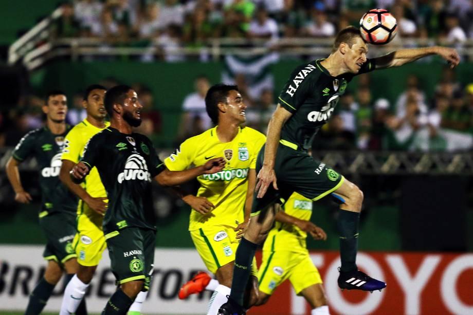 Lance da partida entre Chapecoense e Atlético Nacional, válida pela Recopa Sul-Americana, na Arena Condá, em Chapecó