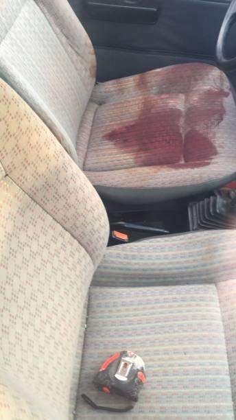 Marcas de sangue em carro usado por bando que explodiu seguradora em Ciudad del Este