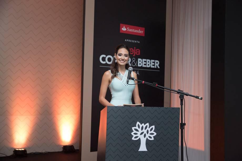Camila Della Valle, jornalista e apresentadora do Jornal da Band MT