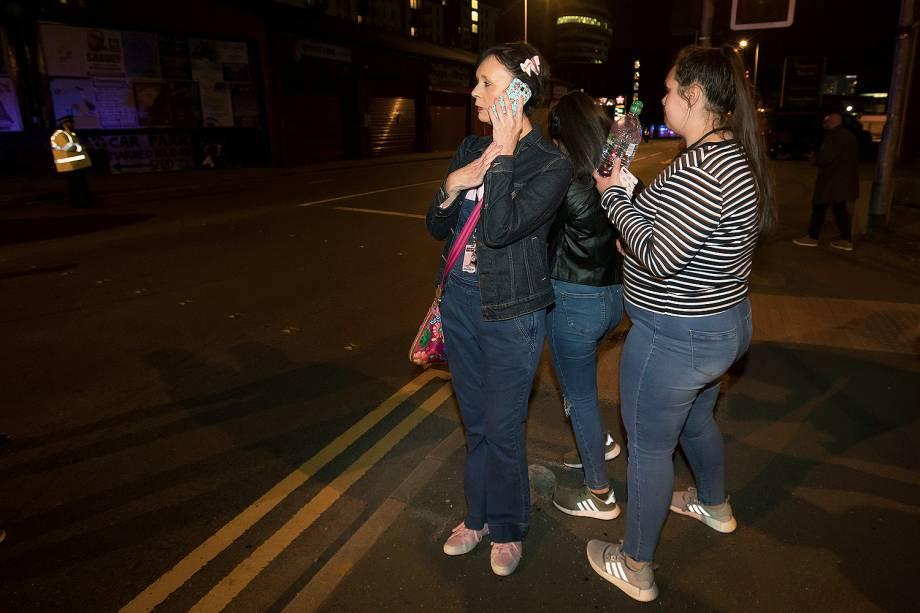 Explosão deixa mortos e feridos em show de Ariana Grande na Inglaterra . Público evacua o Manchester Arena após barulho de explosão - 22/05/2017