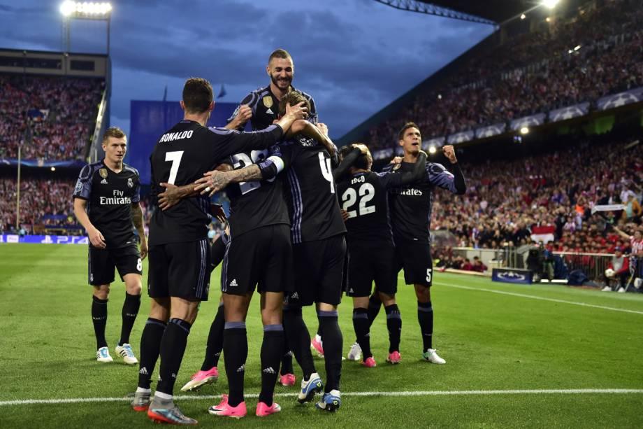 Jogadores do Real Madrid comemoram gol marcado por Isco