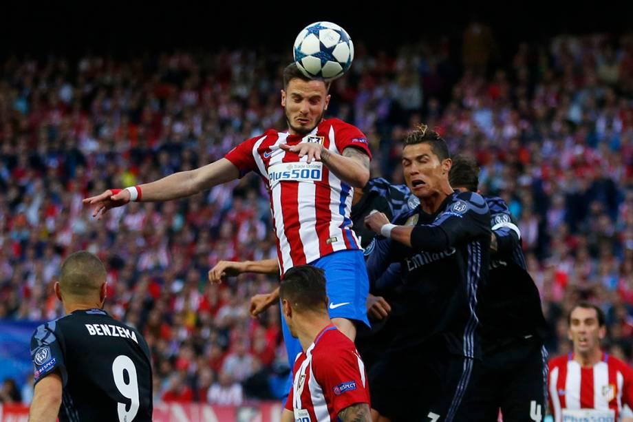 Saul Niguez marca de cabeça o primeiro gol do Atlético de Madrid