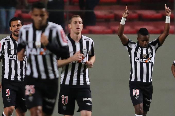 Jogadores do Atlético-MG comemoram gol contra o Godoy Cruz, em Belo Horizonte