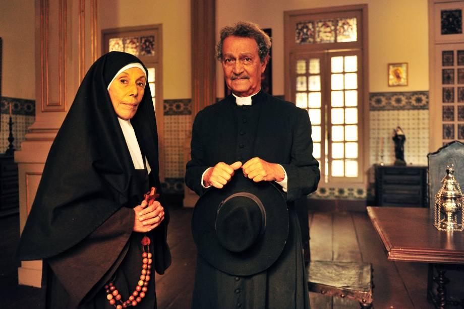 Altino (Nelson Xavier)  e a Madre (Maria Helena Pader) no seriado 'Gabriela' da TV Globo em 2012