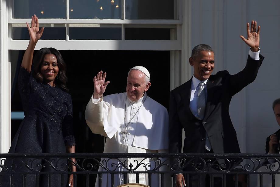 O presidente dos EUA, Barack Obama, e a primeira-dama, Michelle Obama, ao lado do Papa Francisco, em Washington - 23/09/2015