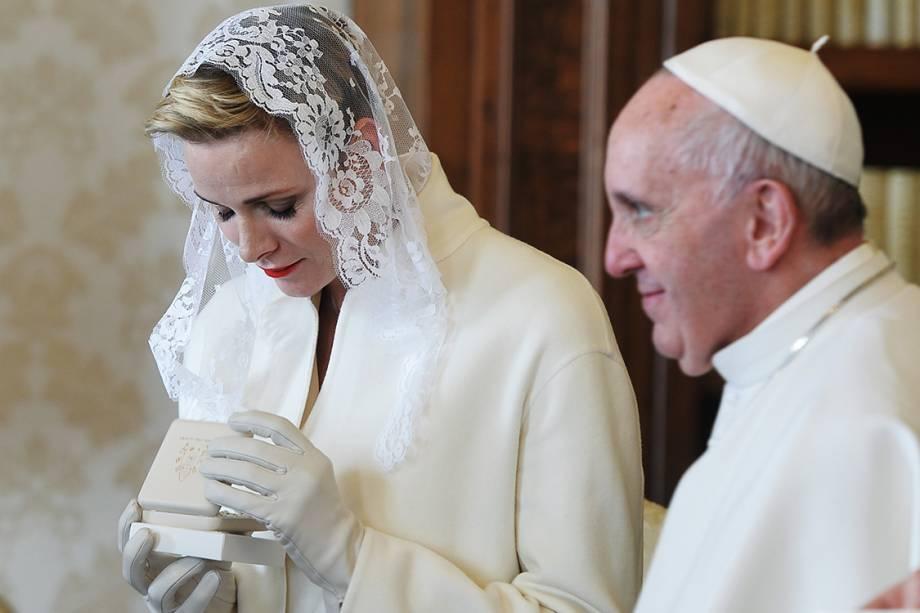 Princesa Charlene de Mônaco, durante audiência com o Papa Francisco, no Vaticano - 18/01/2016