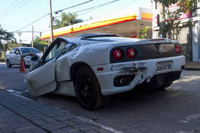 Ferrari Capota na 23 de Maio em Sao Paulo