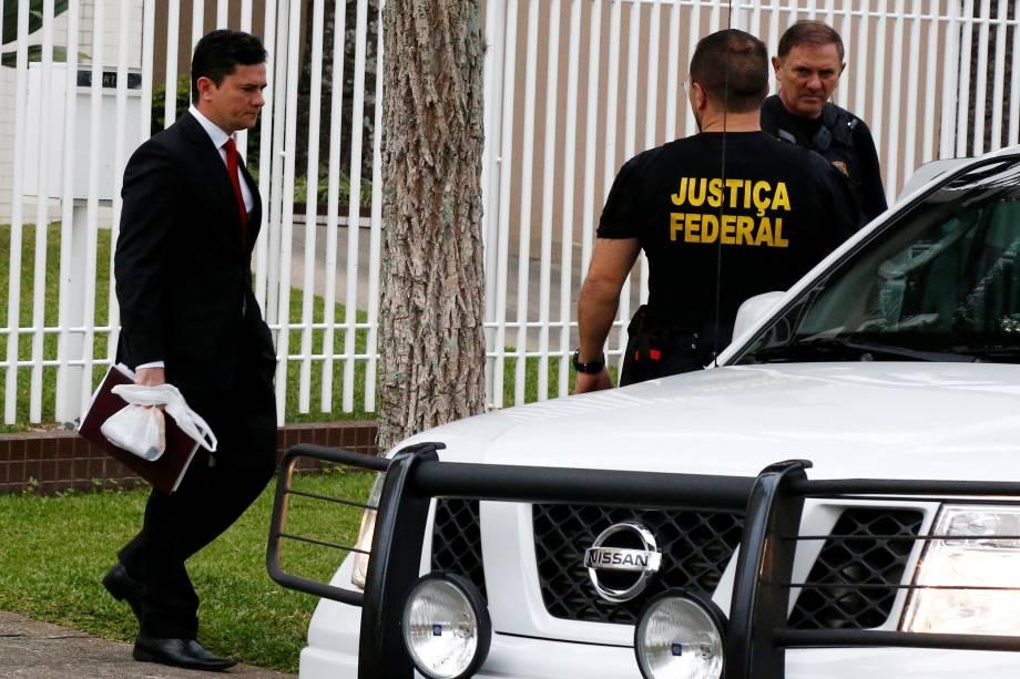 O juiz federal Sergio Moro deixa sua casa para assistir ao depoimento do ex-presidente Luiz Inácio Lula da Silva em Curitiba - 10/05/2017
