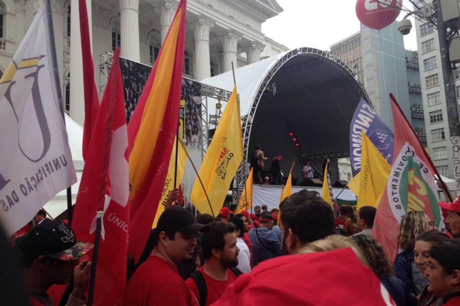 Manifestação em apoio ao ex-presidente Lula em frente à Universidade Federal do Paraná em Curitiba (PR) - 10/05/2017