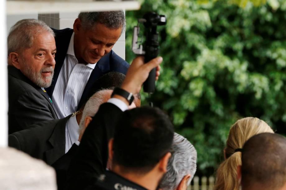 Ex-presidente Luiz Inácio Lula da Silva deixa o escritório de seu advogado em Curitiba - 10/05/2017