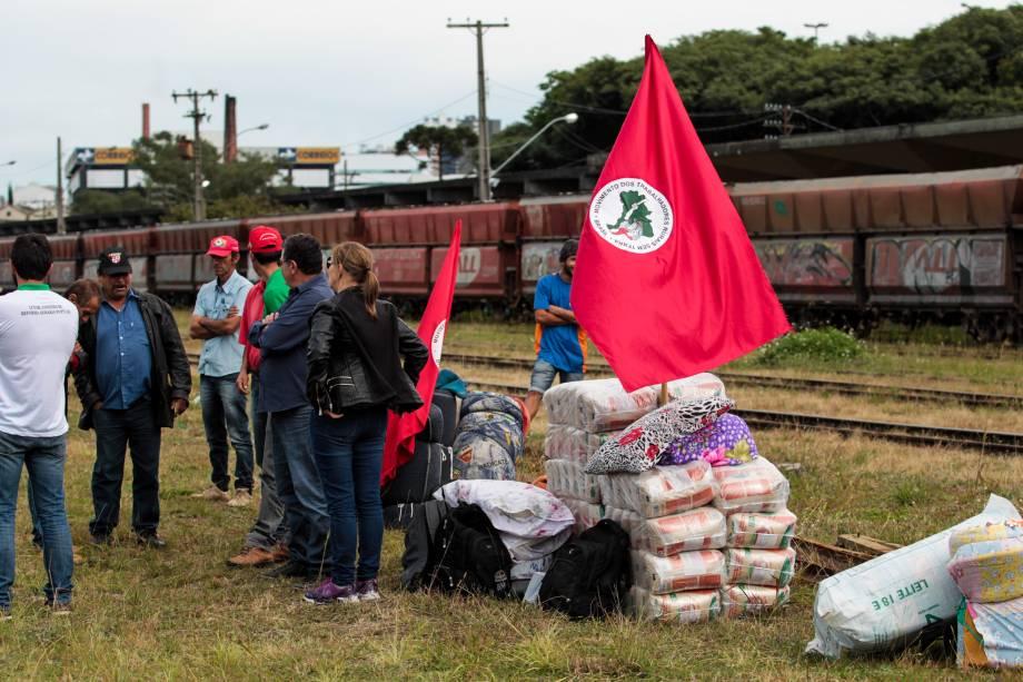 Integrantes do MST chegam em Curitiba em demonstração de apoio ao ex-presidente Lula que tem depoimento previsto ao juiz Sergio Moro na Justiça Federal - 09/05/2017