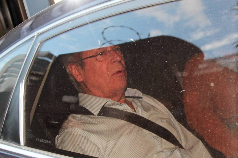 O ex-ministro José Dirceu deixa a Justiça Federal em Curitiba