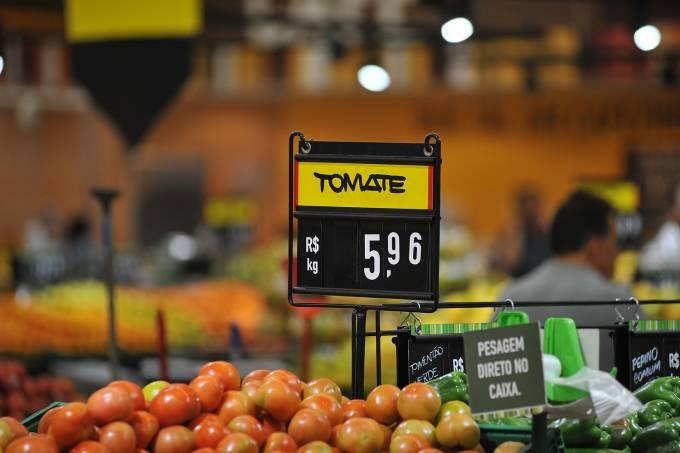 Compras em supermercado – tomate