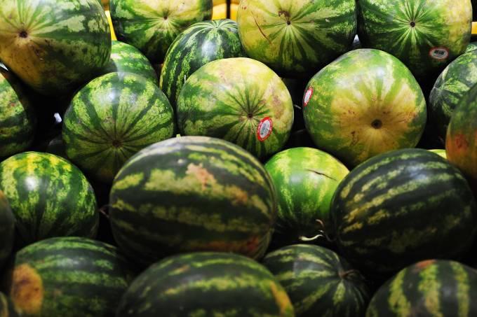 Compras em supermercado – Frutas – Melancia