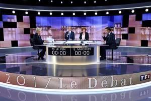 Candidatos à presidência da França, Marine Le Pen e Emmanuel Macron, se enfrentam em debate presidencial antes do segundo turno das eleições, em Paris