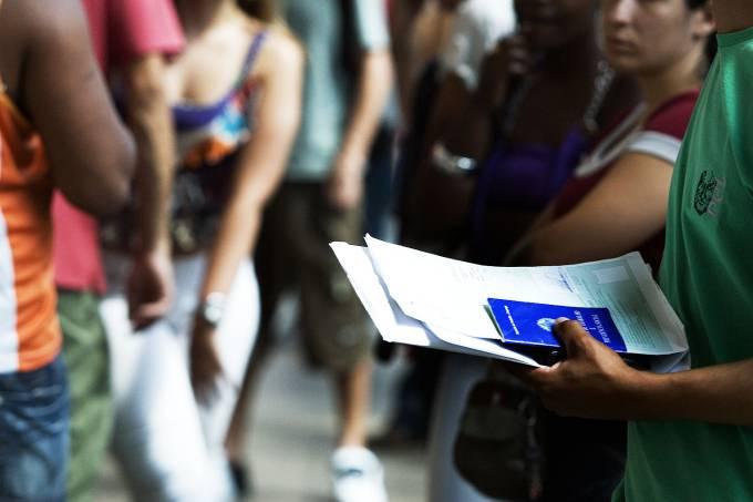 Fila em unidade do Poupatempo em São Paulo – Emprego – Desemprego – Economia