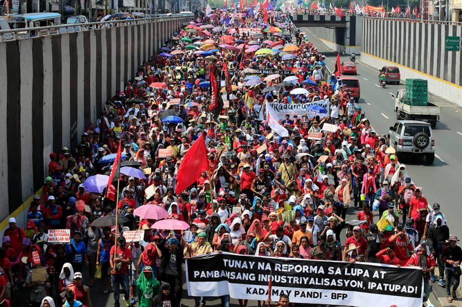 Manifestantes participam de protesto do Dia do Trabalho em Manilla, Filipinas