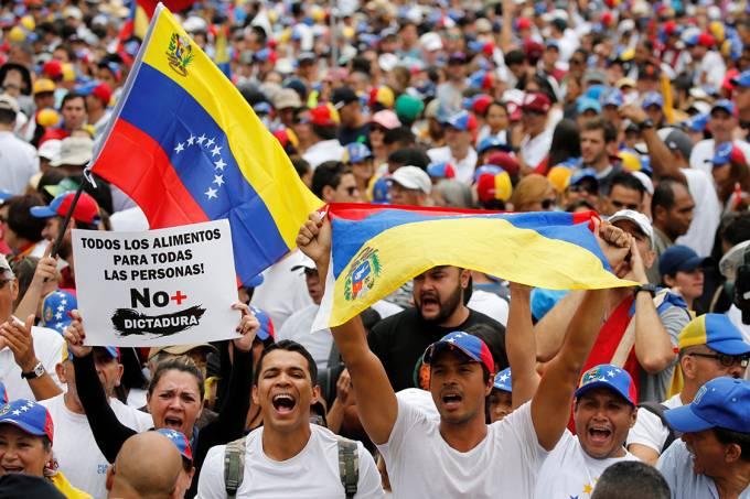 Manifestantes fazem protesto do Dia do Trabalho em Caracas, Venezuela