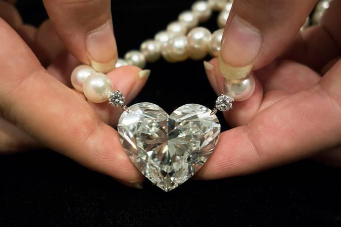 Leilão de diamante em formato de coração