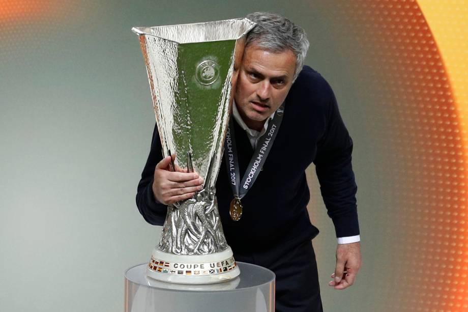 O técnico José Mourinho do Manchester United comemora o título da Liga Europa após vitória sobre o Ajax em Estocolmo, na Suécia - 24/05/2017