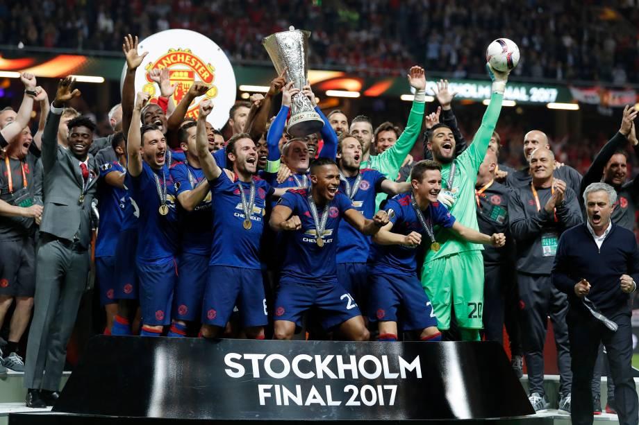 Jogadores do Manchester United comemoram o título da Liga Europa após vitória sobre o Ajax em Estocolmo, na Suécia - 24/05/2017