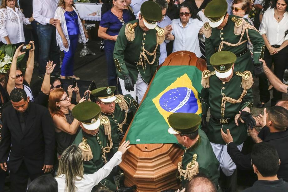 Familiares, amigos e fãs acompanham missa, velório e enterro do cantor Belchior, no Centro Dragão do Mar em Fortaleza - 02/05/2017