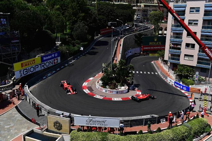 Os pilotos da Ferrari, Kimi Raikkonen e Sebastian Vettel, lideram o GP de Mônaco