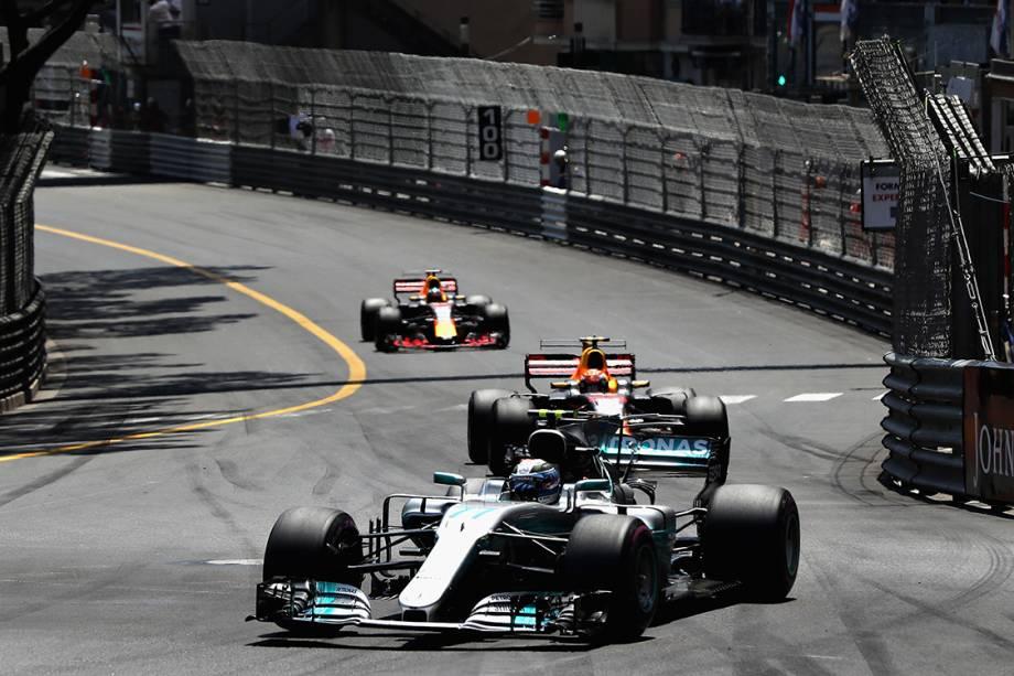 O traçado fechado do circuito de Mônaco resultou em poucas ultrapassagens