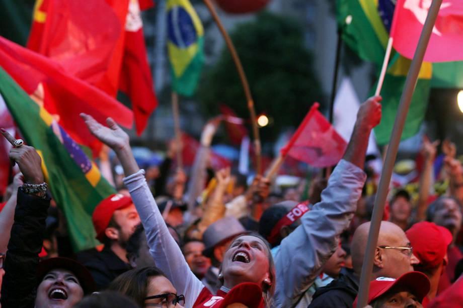 Militantes e apoiadores de Lula nos arredores da Justiça Federal em Curitiba - 10/05/2017