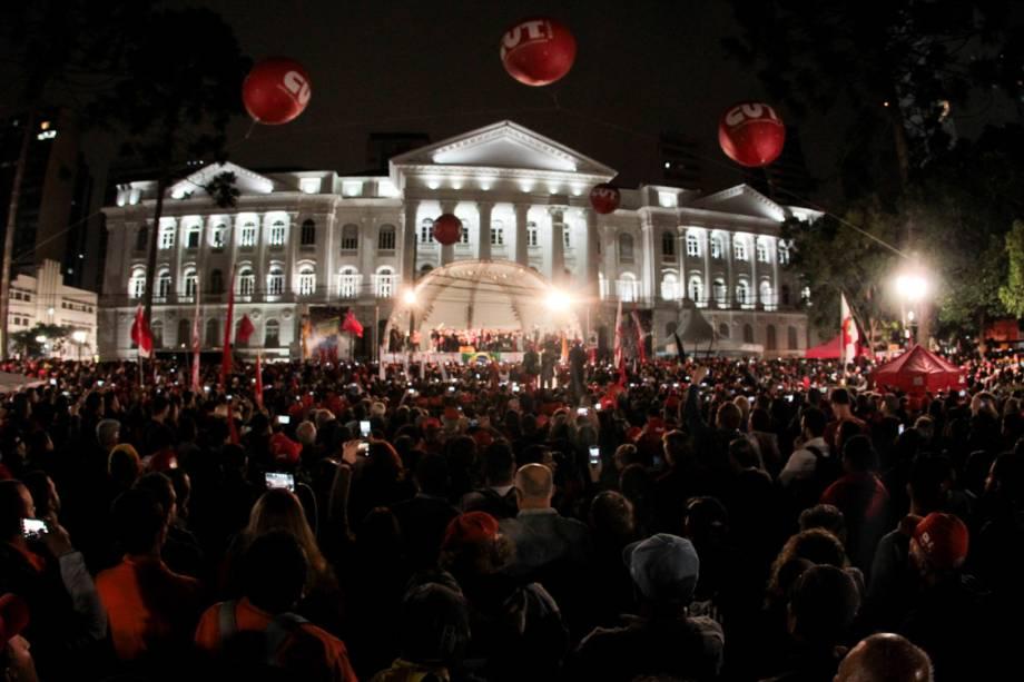 Lula e Dilma falam para 50 mil pessoas após depoimento dp ex-presidente ao juiz Sergio Moro na tarde desta quarta-feira (10)