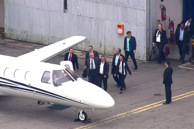 Lula embarca para Curitiba