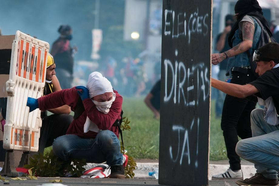 Tumulto entre policiais e manifestantes durante ato convocado pela Central Única dos Trabalhadores (CUT), a Força Sindical e outros sindicatos de várias partes do Brasil - 24/05/2017