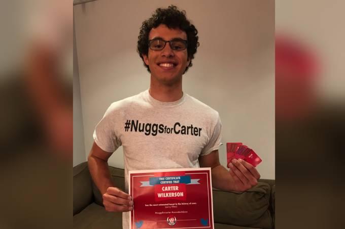 Garoto ganha nuggets por um ano da rede Wendy's