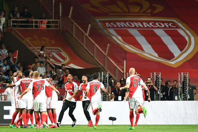 Jogadores do Mônaco comemoram o título do Campeonato Francês